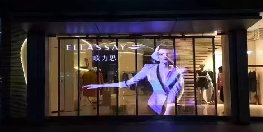 Glasswall in vetrina di un negozio di abbigliamento