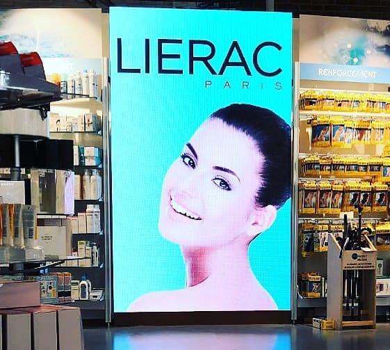 Luminosità e brillantezza dei ledwall per allestimento negozio