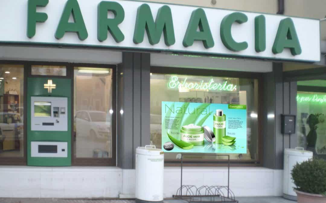 Risparmia sull'Allestimento Vetrine della Farmacia con un Monitor LFD