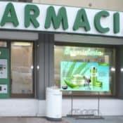 Risparmia sull'Allestimento Vetrine della Farmacia con un Monitor LFD!